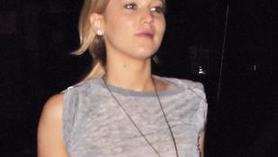 Jennifer Lawrence áttetszőben sopizott New Yorkban