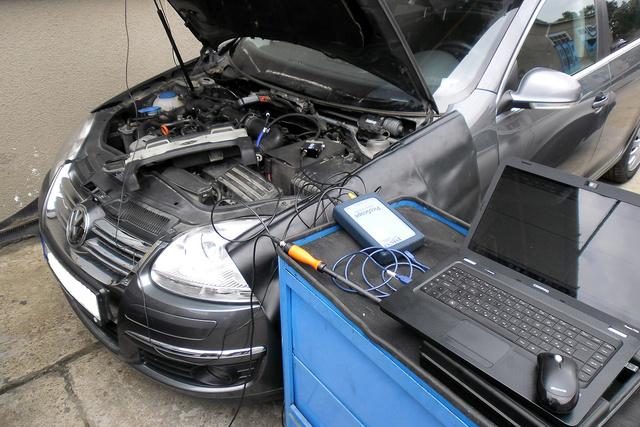 Az ezredforduló utáni autók zömének javításához nem csak célszerszámok, de számítógépes diagnosztikai eszközök is kellenek