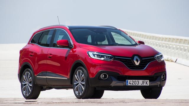 Előlről és oldalról látszik igazán, hogy ez egy Renault