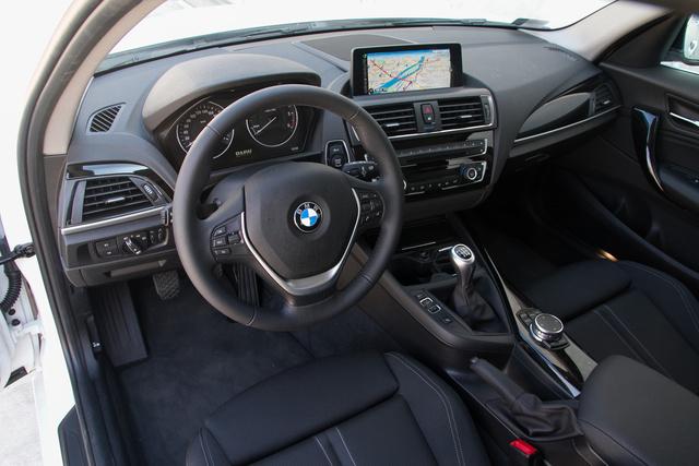 Sztenderd BMW-belső, ami az 1-es kategóriájában nagyon rendben van