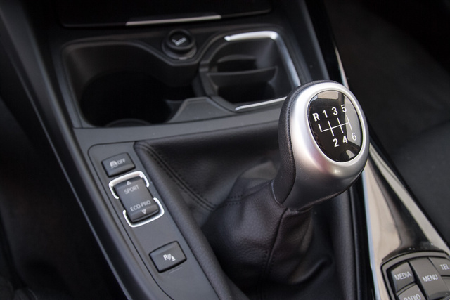 A váltó kiábrándító, az üzemmódkapcsoló nem sokat változtat az autó viselkedésén