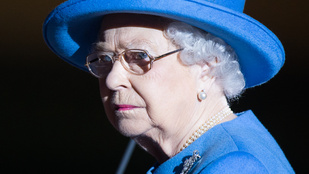 Pukedlizett Erzsébet királynő előtt, aztán jól pofonvágták