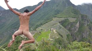 Ezek a turisták meztelenül nézik meg a világot