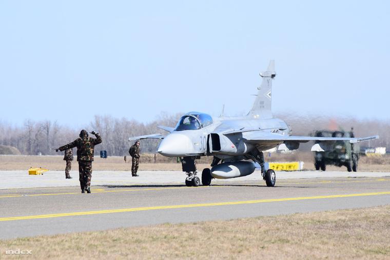 A hasraszállt 30-as Gripen még márciusban, a svédországi éleslövészetről visszatérve.