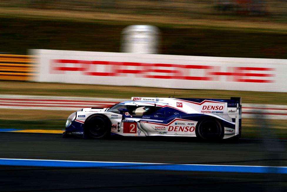 A kettes rajtszám ne tévessze meg: Sarrazin/Wurcz/Conway eddig nem sok vizet zavart, a Toyota eddig feltűnés nélkül szürkült bele az LMP1 közepébe.