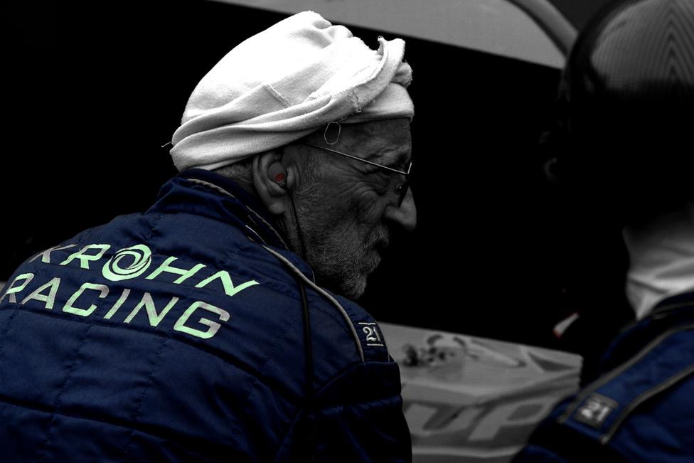 Jó az öreg a háznál, illetve a szervizcsapatban. Bár a versenyzők közt egy-kettő még éppen csak nemiérett, nem csak a húszéveseké Le Mans.