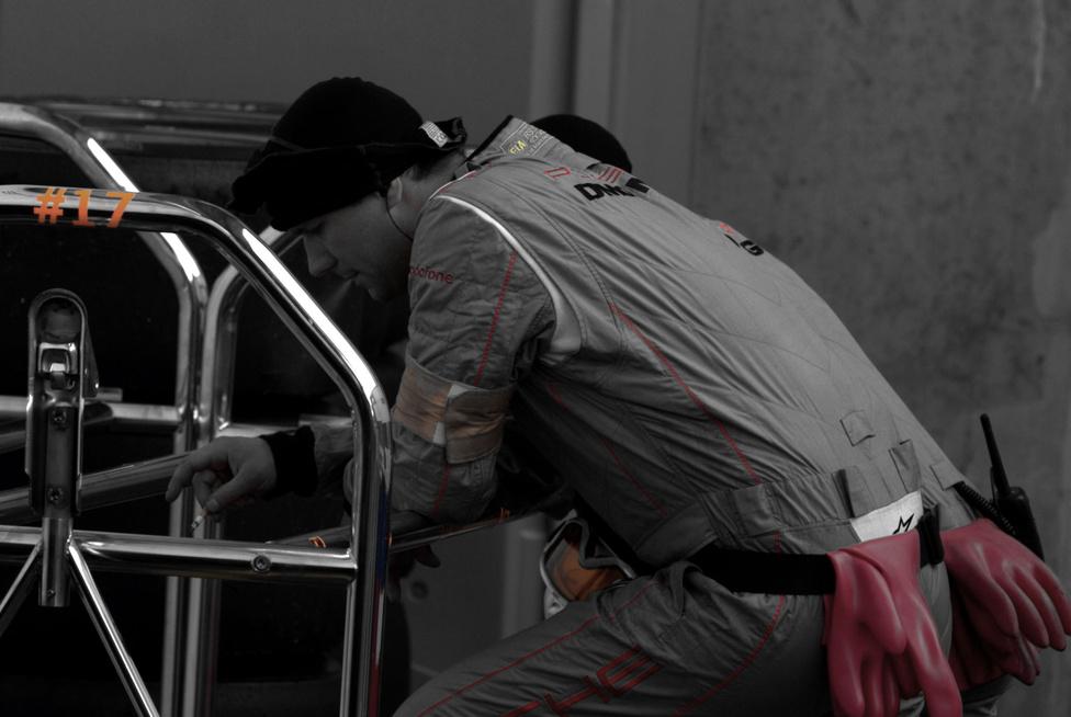 A hajtás és üresjárat - a két véglet egyike a paddockban. Az egynapos hajtás felemészt embert és technikát. Előbbi olykor így pihen, ha teheti.
