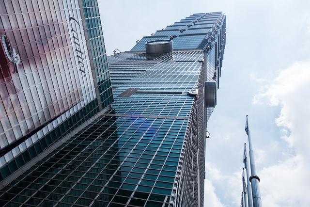 Taipei 101, mint 101 emelet, de a magassága antennástul 509 méter