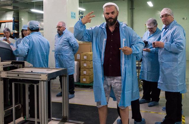Kissé illogikus dress code: a hajháló kötelező, a szakáll szabadon lobog