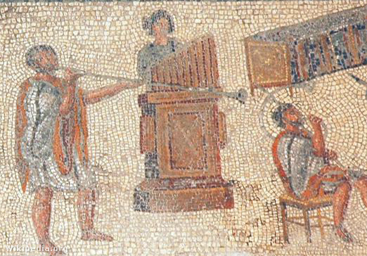 Zenekar orgonával egy római mozaikon. További részletekért katt a képre!