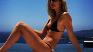 Mihalik Enikő Ibizán, bikiniben