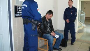 Újra bíróság elé álltak az erdélyi férfit agyonverő izsáki rendőrök