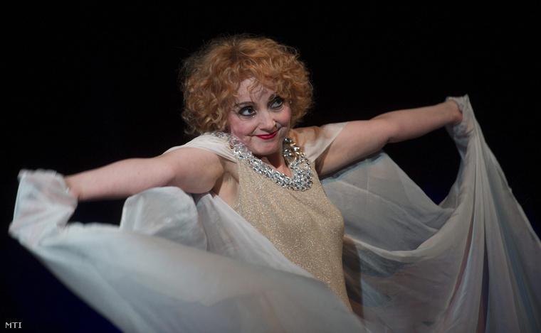 Kara Tünde Afrodité szerepében