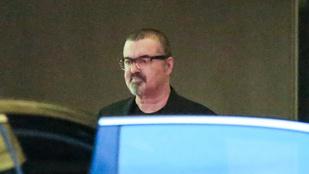 George Michael felpuffadt arccal vonult be az elvonóra