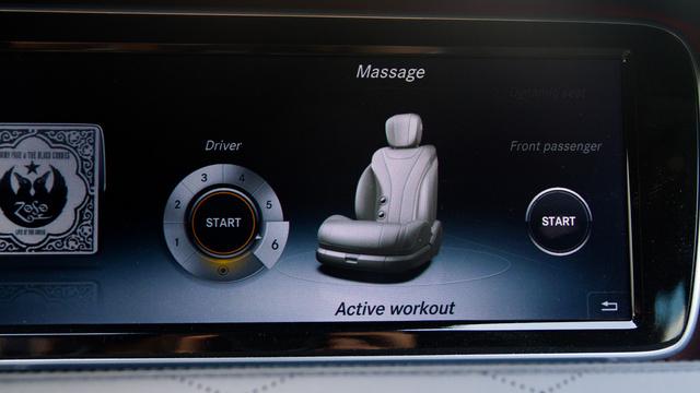 Az Active workout jópofa, mert nekünk is dolgoznunk kell. Ahol hozzánk ér, oda kell nyomnunk a hátunkat és csak a visszajelzés után halad tovább a program. Így minket is átmozgat rendesen.