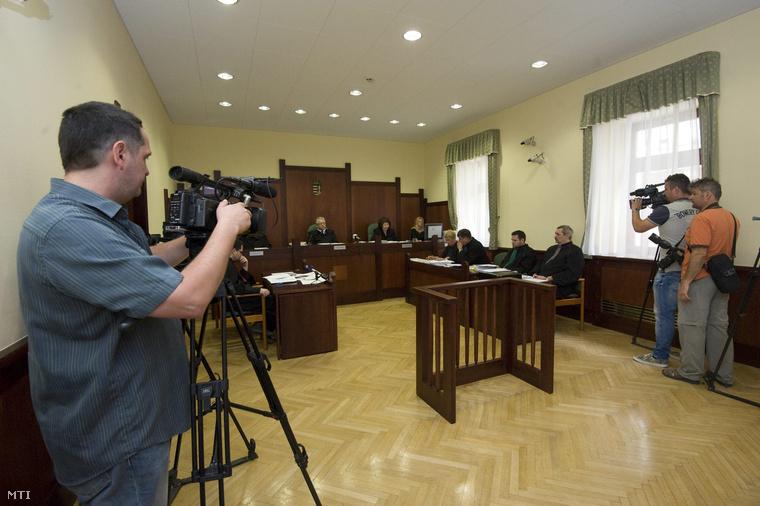 Az izsáki rendőrök a másodfokú tárgyaláson a Szegedi Ítélőtáblán