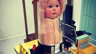 Kiakadt az internet a műanyagcsőbe préselt baba fotóján
