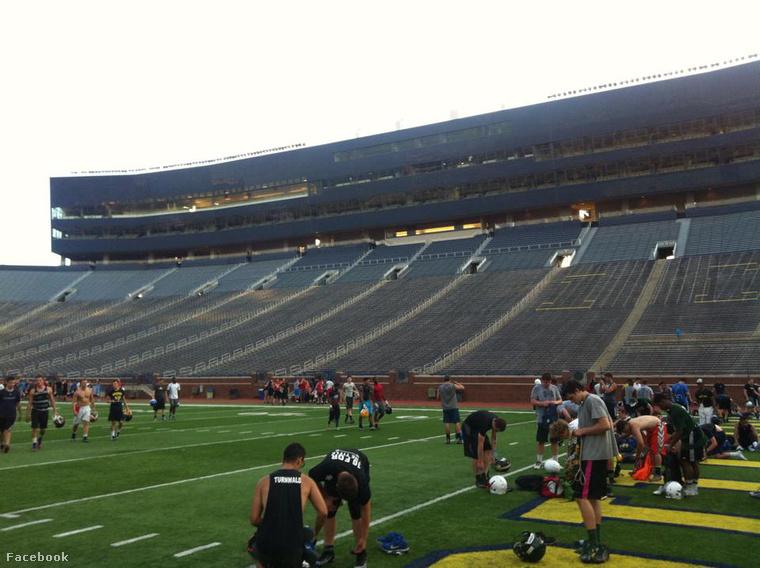 A nagy stadionba is bevitték az edzőtáborozókat