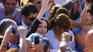 Angelina Jolie szír menekülteket látogatott Törökországban