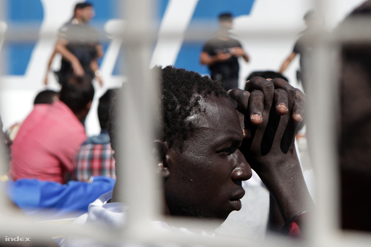Check out our photo report on the crisis of Lampedusa
