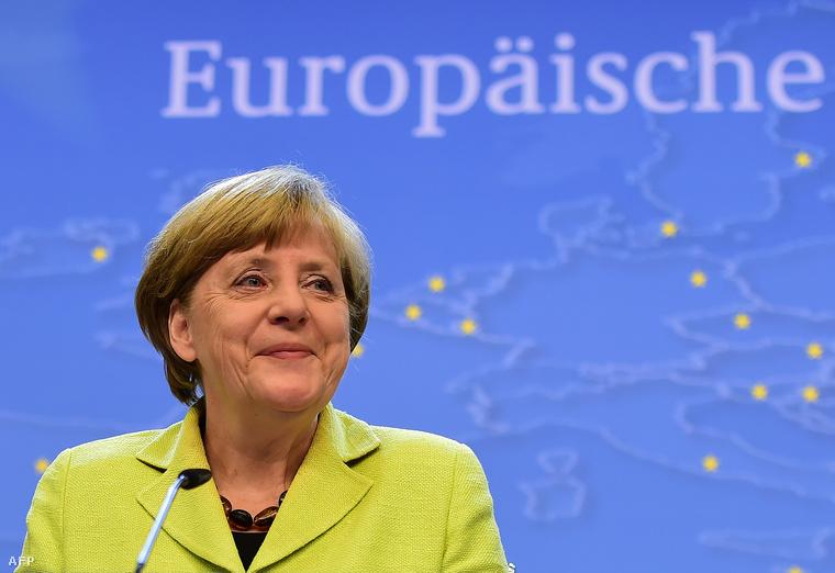 Angela Merkel német kancellár sajtóértekezletet tart Brüsszelben 2015. június 22-én, az euróövezeti országok állam-, illetve kormányfőinek a görög adósságválság ügyében összehívott rendkívüli tanácskozása után.