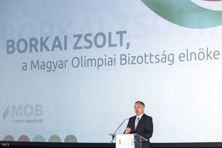 Borkai Zsolt a Magyar Olimpiai Bizottság elnöke beszél a Mit nyer Budapest az olimpiával? című a Társadalmi párbeszéd az olimpiáért konferenciána budapesti Bálna kereskedelmi kulturális szórakoztató és vendéglátó centrumban 2015. május 13-án.
