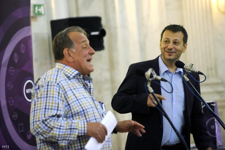 Fábry Sándor humorista és a Karinthy-gyűrűvel kitüntetett Aradi Tibor humorista a díj átadásán a Magyar Rádió Márványtermében 2015. június 23-án.