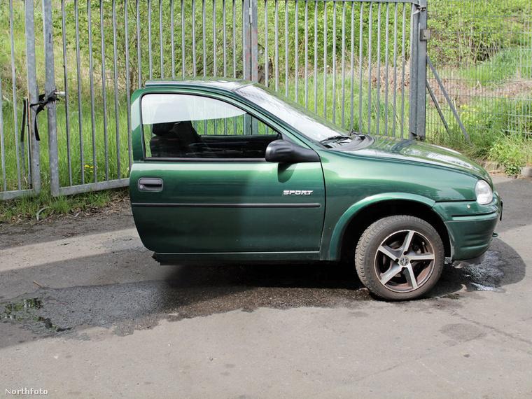Félbe vágta a kocsit – mondjuk szerintünk hosszában kellett volna