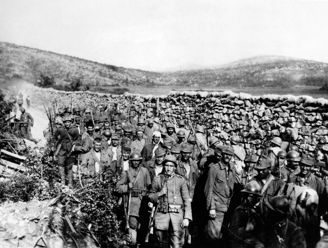 Hadifogságba esett osztrák katonák Monte Ermada mellett