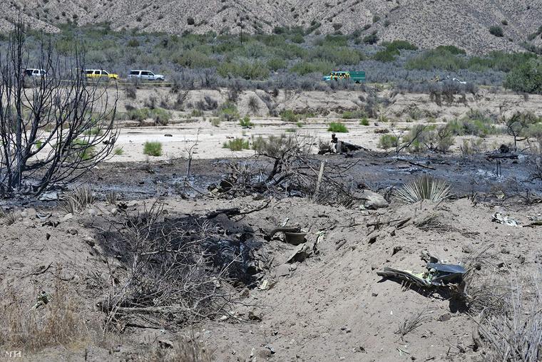A Santa Barbara megyei tűzoltóság által közreadott kép James Horner Oscar-díjas amerikai zeneszerző lezuhant repülőgépének maradványairól.