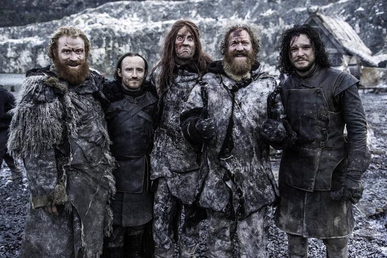 Brent Hinds ott vigyorog Jon Snow mellett.