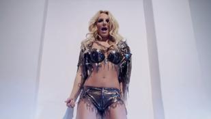 Egy 225 fős meleg kórus, úgy énekelt Britney Spearst, mint még soha senki