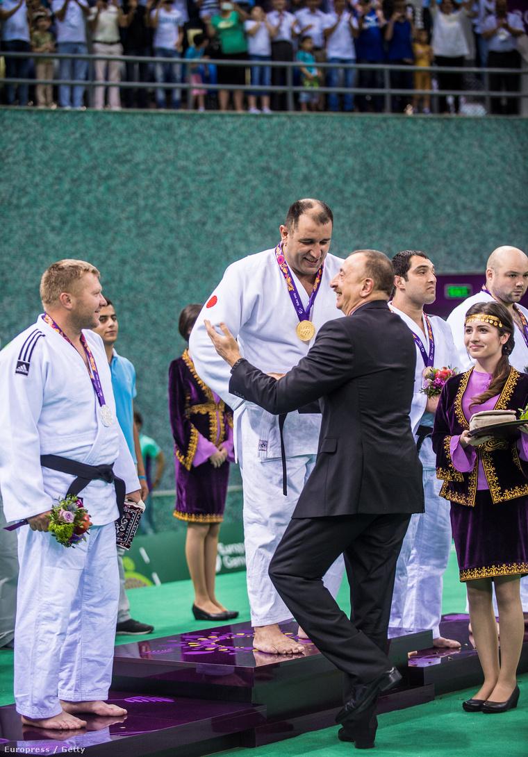 Ilham Aliyev azeri elnök adta át az aranyérmet a dzsúdósnak