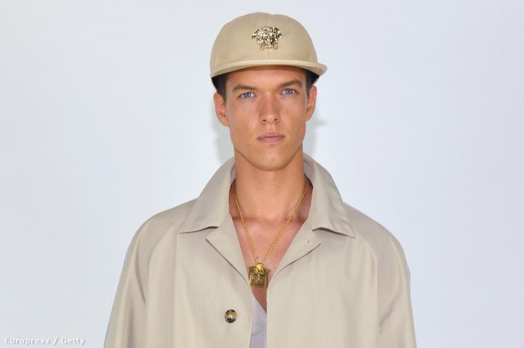 Gerge a Versace divatbemutatóján
