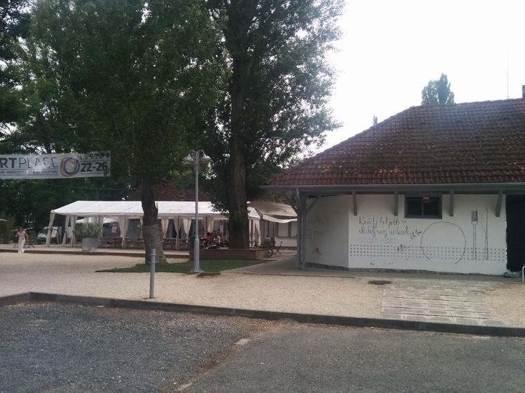 Nem esküvői sátor
