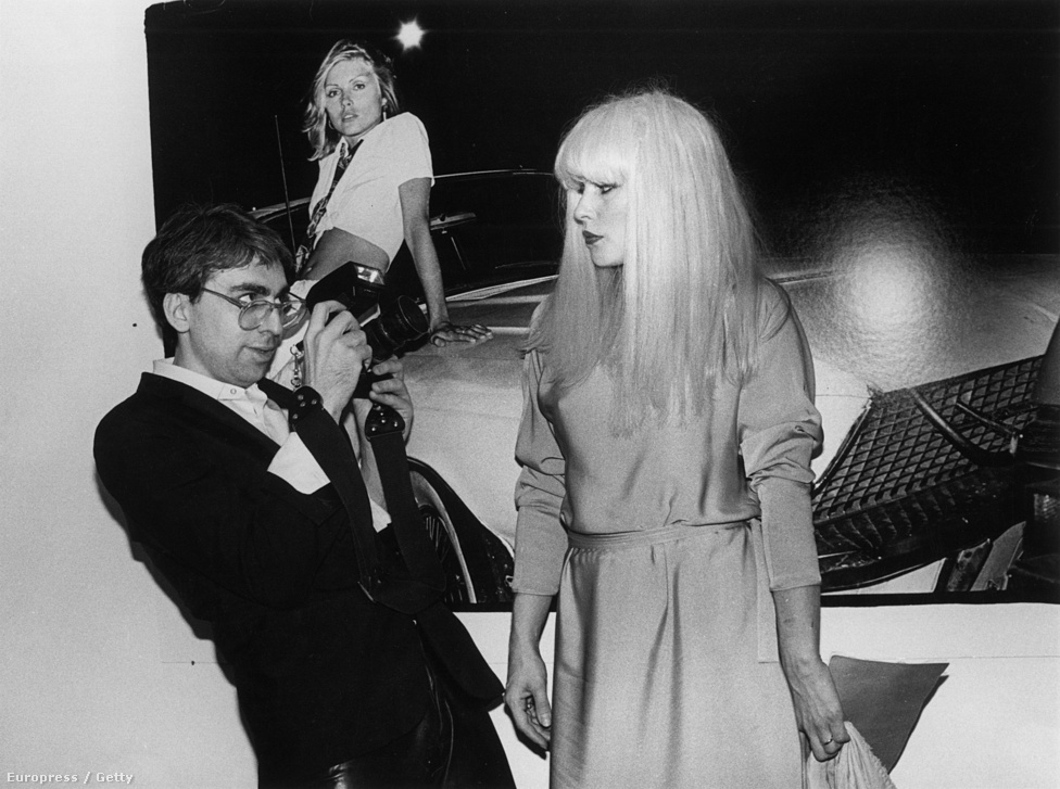 Chris Stein és Debbie Harry egy könyvbemutatón. A pár 16 éven át, egészen '89-ig volt együtt, ám a zenekarosdit a szakításuk után sem hagyták abba. Sőt, a nyolcvanas években, mikor Stein egy ritka, fájdalmas hólyagokkal, illetve fekélyekkel járó bőrbetegséggel, a pemfígusszal küzdött, Harry kis időre visszavonult, hogy szerelmét ápolhassa. Stein végül a szakítás után tíz évvel elvett egy Barbara Sicuranza nevű színésznőt, akitől aztán két lánya is született – míg volt barátnőjének egy sem.