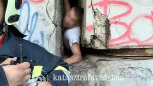 Megbontották a hidat, hogy kiszabadítsák a beszorult fiút