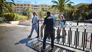 Tunézia: a hotel dolgozói élő pajzsként védték a turistákat