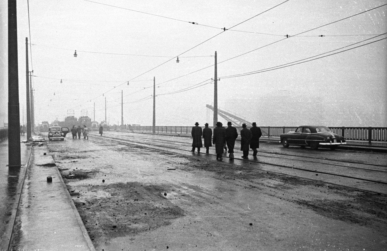 A Petőfi híd terhelési próbája, 1952