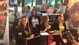 Nem vicc: Aleska Diamond, Vajnáné és Kulcsár Edina kutyaszépségversenyen zsűriztek