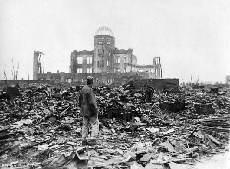 Nyugati tudósító Hirosima romjain, két nappal a bombázás után