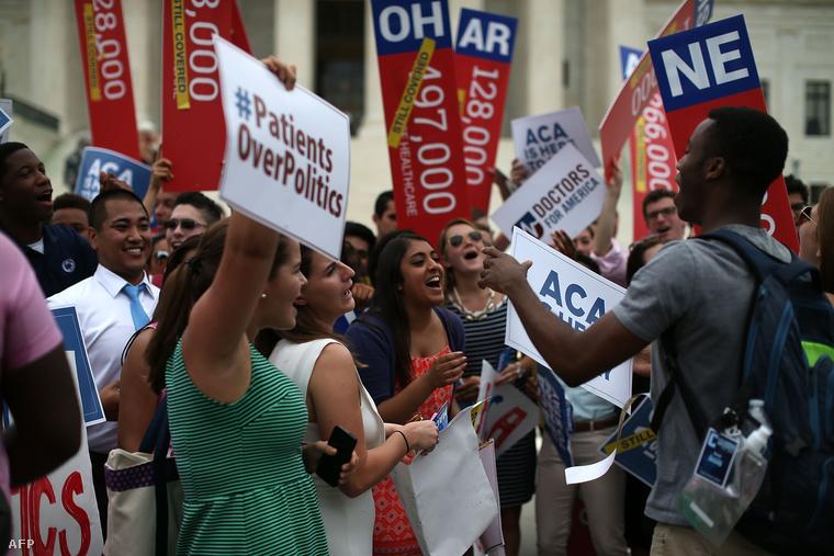Az Obamacare pártolói a legfelsőbb bíróság döntését ünneplik Washingtonban