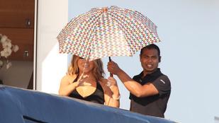 Mariah Carey akkora lédi, hogy van embere, aki csak az esernyőt tartja a feje fölé