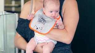 Sütiboltba vitte szupercuki kislányát a már emberi formájú Milla Jovovich