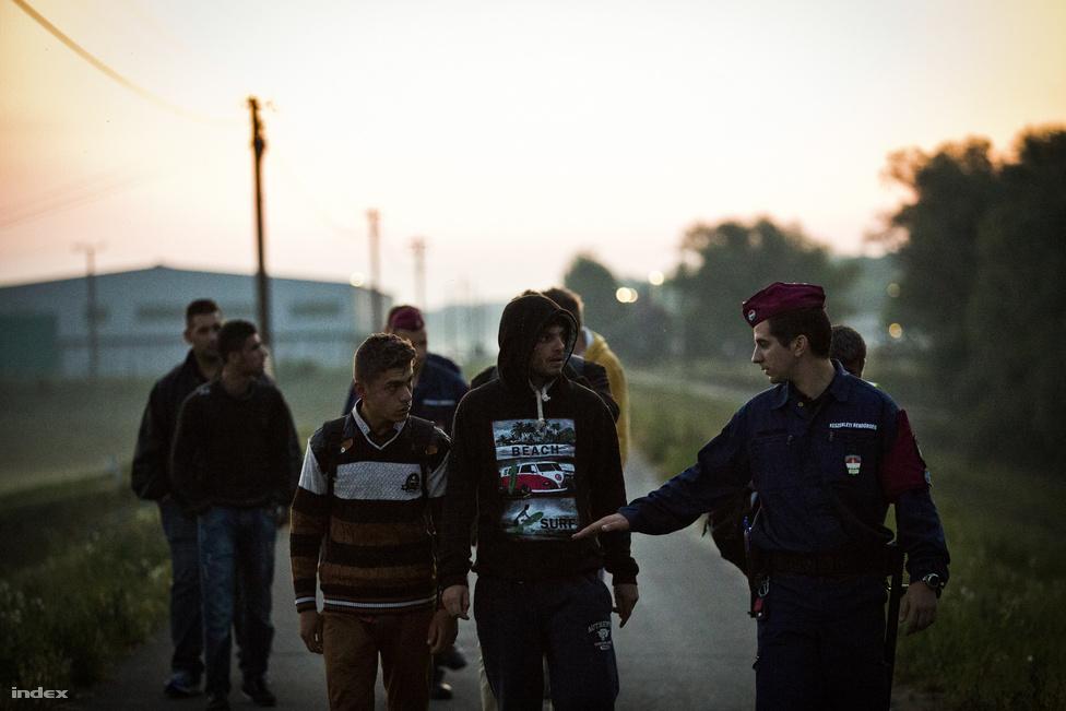 A magyar kormány szerint néhány hónapon belül megépülhet a migránsokat távol tartó kerítés.