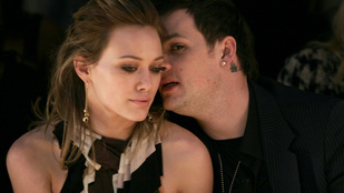 Gyásznap: Hilary Duff törölte magát Tinderről