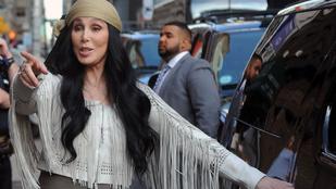 Cher 70 éves korára újra hippi lett