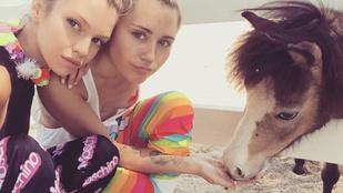 Miley Cyrus és a barátnője folyamatosan egymáson lógnak