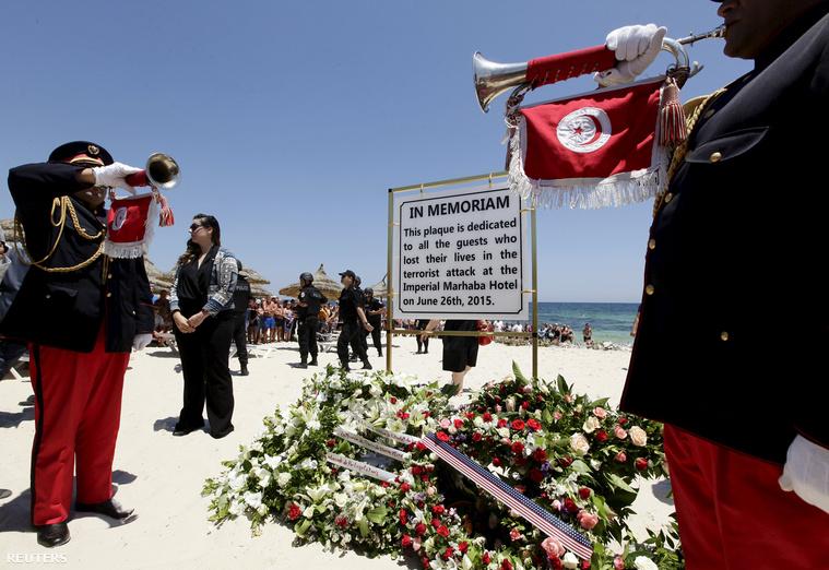 A terrortámadásban meghalt turistákra és helyiekre emlékeztek szombaton