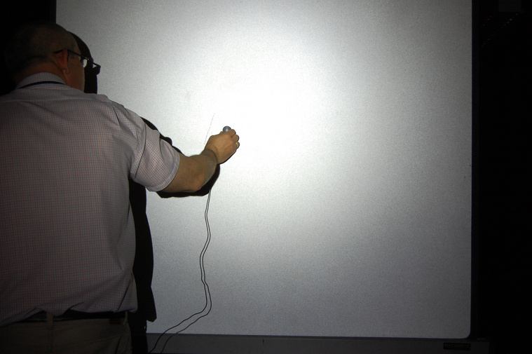 Kézi fényerősség mérés a mérőfalon